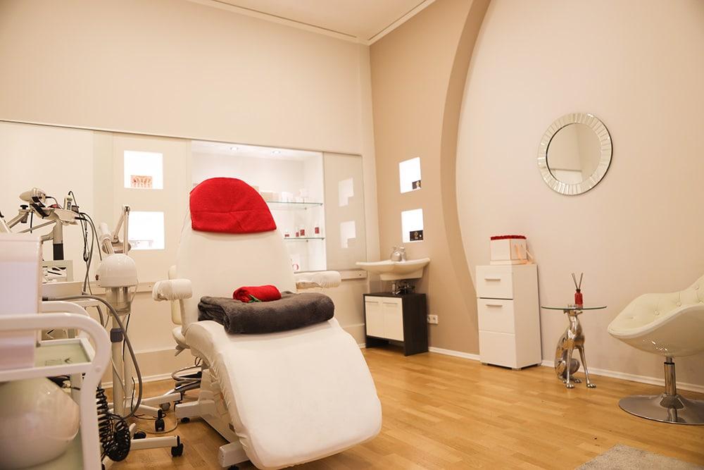 Kosmetik Kabine 2, apparative Kosmetik, Anti-Aging Behandlung, Hautverjüngung, Hautstraffung, Peeling